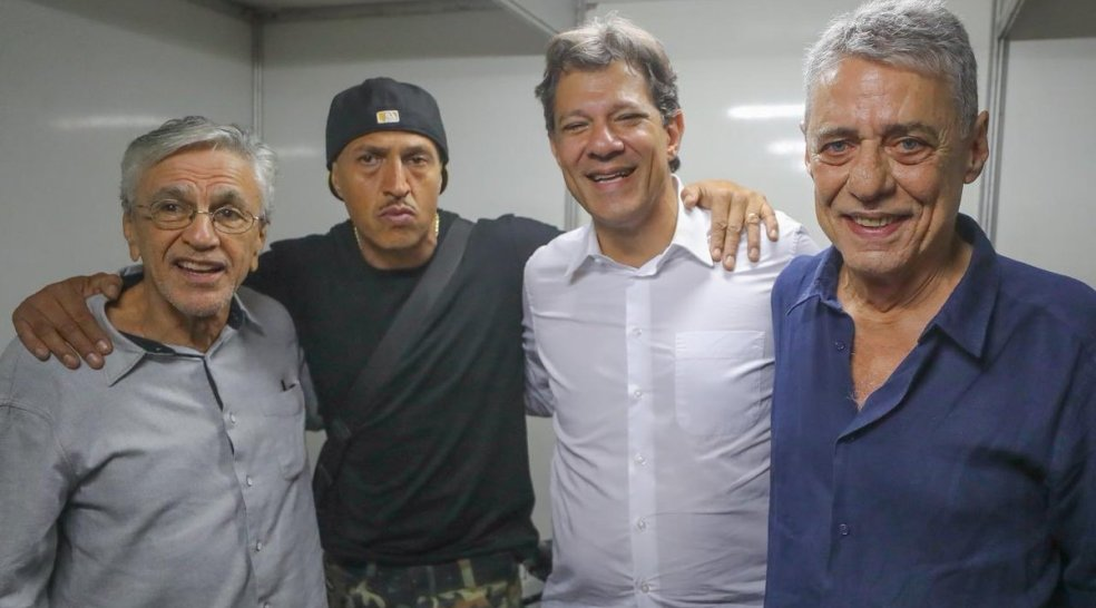 Photo of Mano Brown critica PT e é defendido por Chico e Caetano durante comício