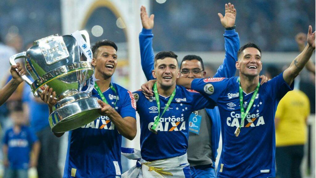 Photo of Cruzeiro vence Corinthians em jogo polêmico e é campeão da Copa do Brasil