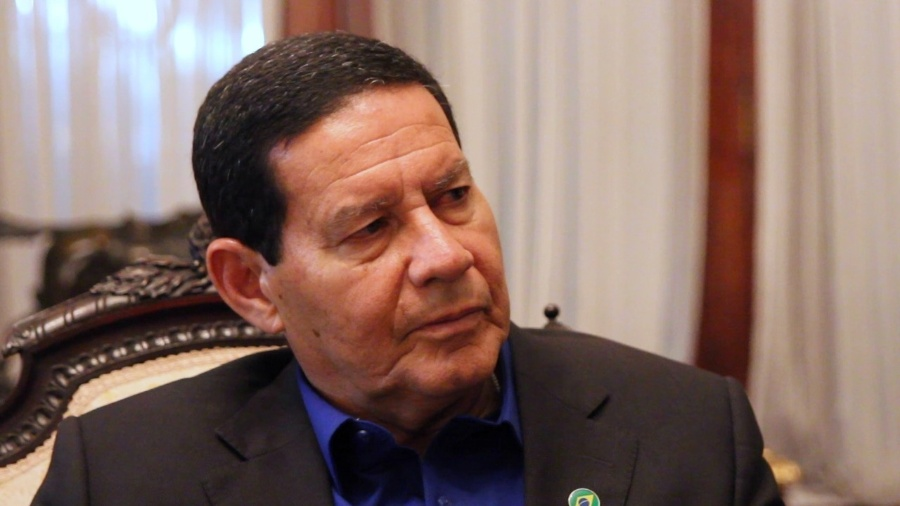 Photo of Mourão deve assumir a Presidência durante duas semanas após cirurgia de Bolsonaro