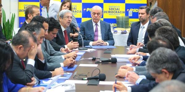 Photo of Para barrar volta do PT, ala do PSDB quer se juntar a Bolsonaro