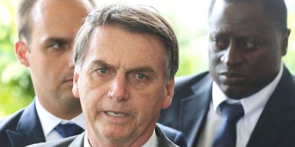 Photo of Após acusações, Bolsonaro defende Onyx Lorenzoni e fala de sua equipe de governo