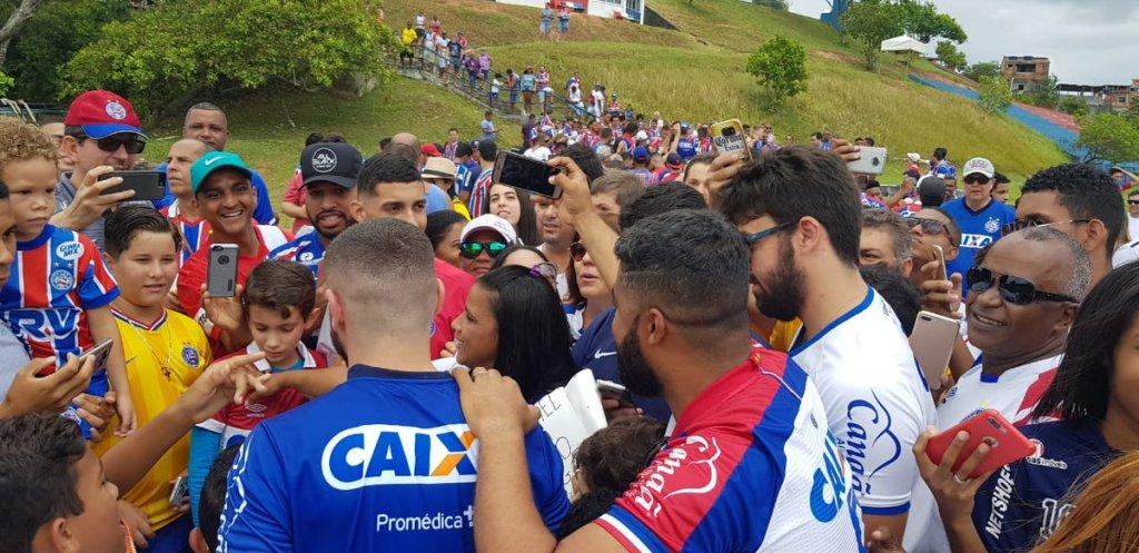Photo of Com grande presença de torcedores, elenco do Bahia realiza último treinamento de 2018
