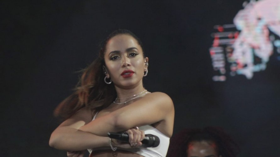 Photo of VISH; Anitta interrompe show por causa de brigas no Festival da Virada Salvador