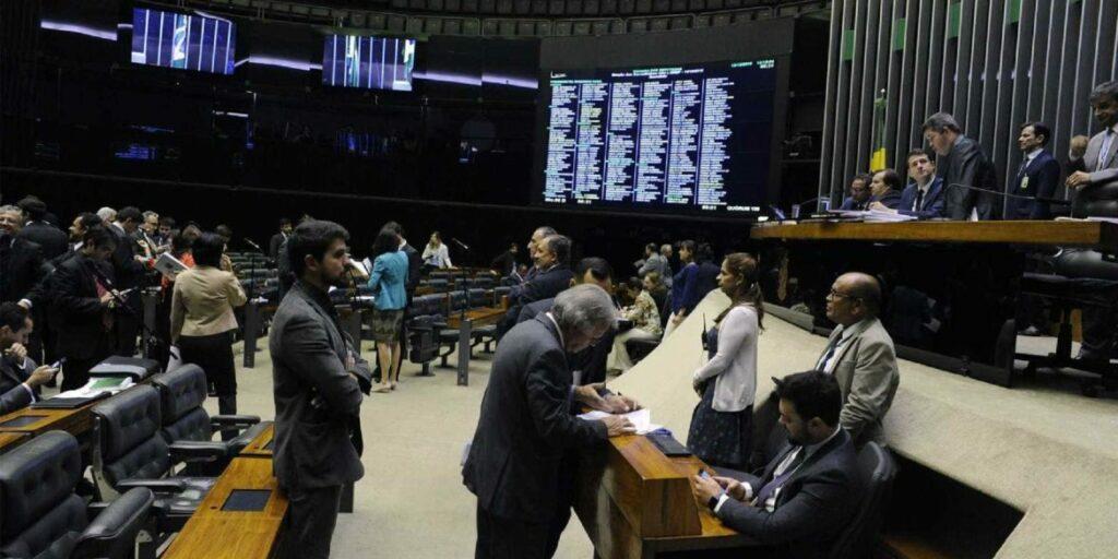Photo of Vice da Câmara apoia aumento de salário dos congressistas para R$ 39 mil