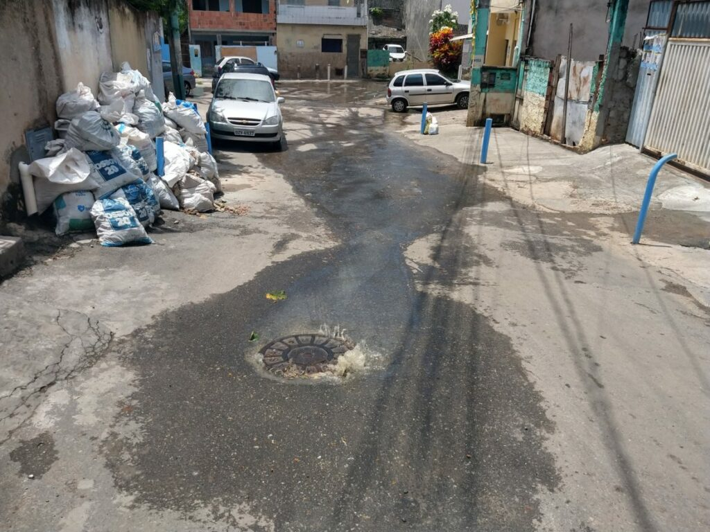 Photo of VÍDEO: Moradores denunciam esgoto a céu aberto em Santa Cruz