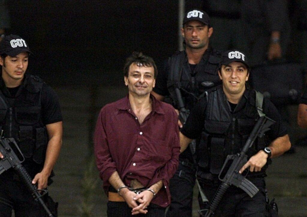 Photo of URGENTE! Temer assina decreto de extradição do italiano Cesare Basttiti