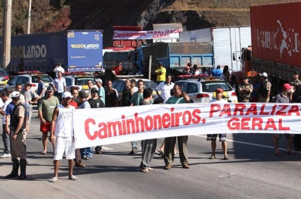 Photo of Caminhoneiros iniciam novo protesto após decisão de ministro do STF