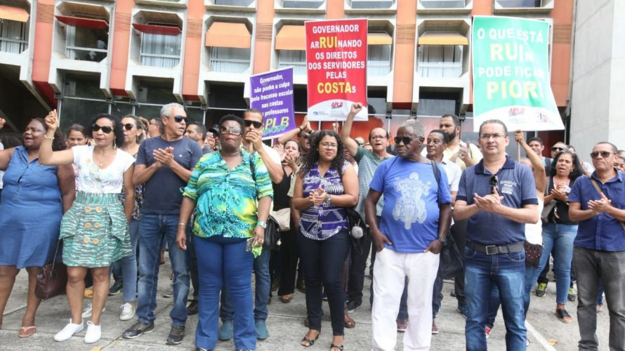 Photo of URGENTE! Em protesto, diretores de escolas da rede estadual entregam cargos no CAB