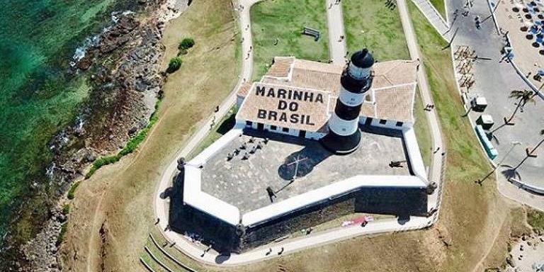 Photo of Marinha faz pintura proibida no Farol da Barra