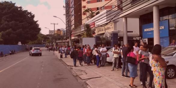 Photo of Candidatos a vagas de emprego formam enorme fila em frente à sede do SineBahia na manhã desta segunda (21)