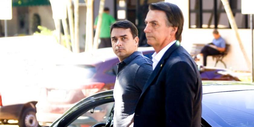 Photo of Flávio não declara ao TSE sociedade que tem com o pai Jair Bolsonaro
