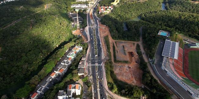 Photo of ACIDENTE: carro colide com bloco de concreto e deixa trânsito congestionado na Av. Pinto de Aguiar