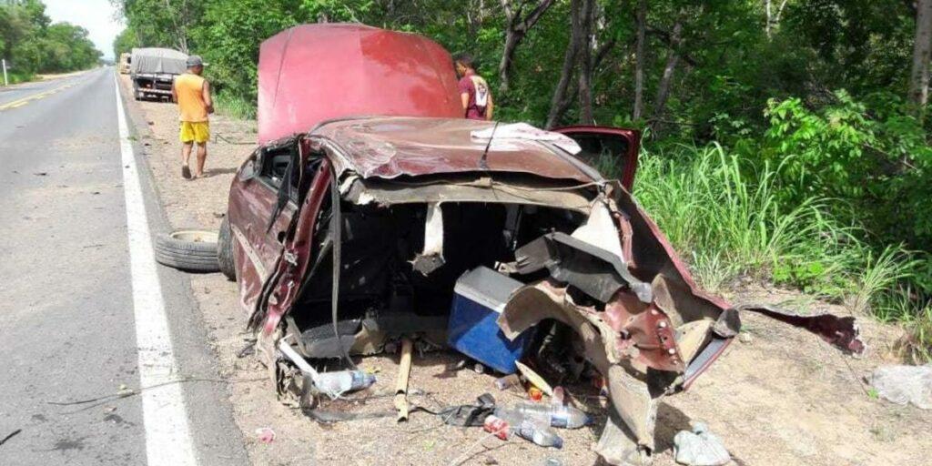 Photo of FATALIDADE! Bebê morre e duas pessoas ficam feridas após carro bater contra árvore