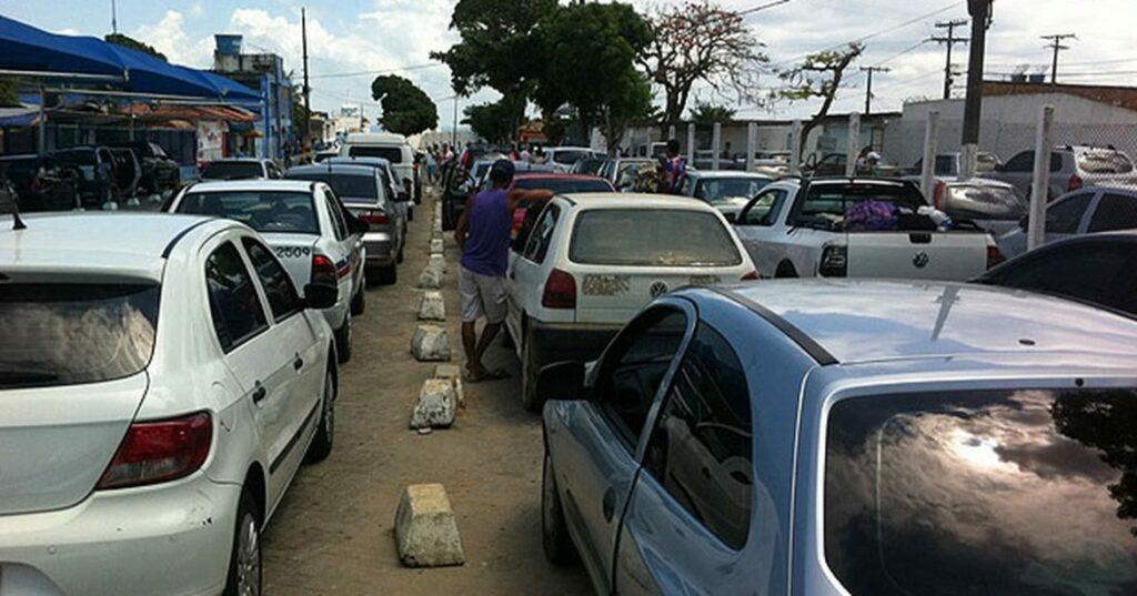 Photo of VOLTA PRA CASA: motoristas enfrentam fila de 2 km para entrar no terminal de Bom Despacho