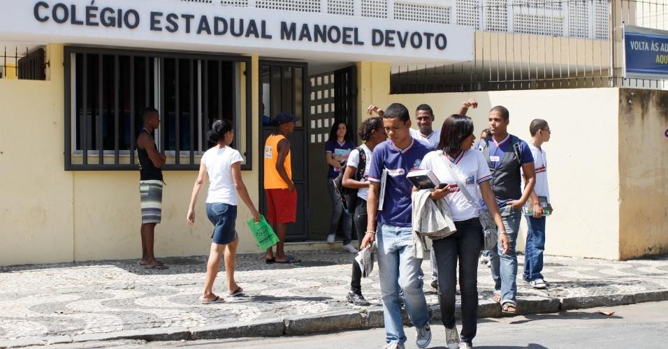 Photo of [DENÚNCIA] Pais de alunos reclamam da falta de vagas na Escola Estadual Manoel Devoto