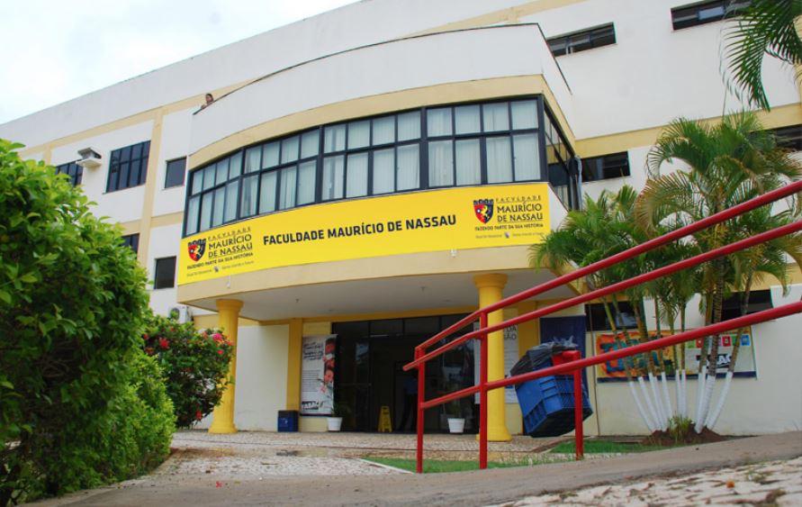 Photo of Universidade recebe currículos em vagas de emprego para Auxiliar Adm, Agente de portaria e outros
