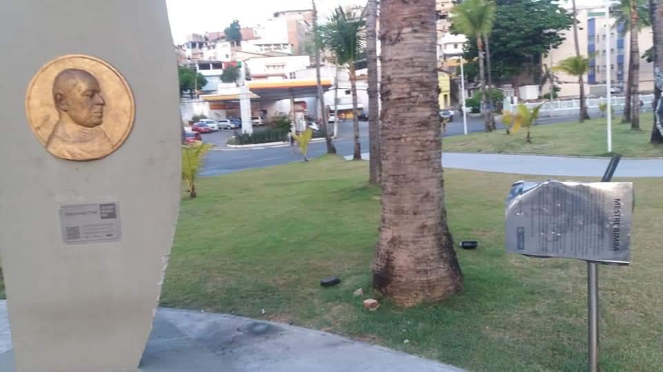 Photo of Monumento em homenagem ao Mestre Bimba é alvo de vandalismo; Vídeo