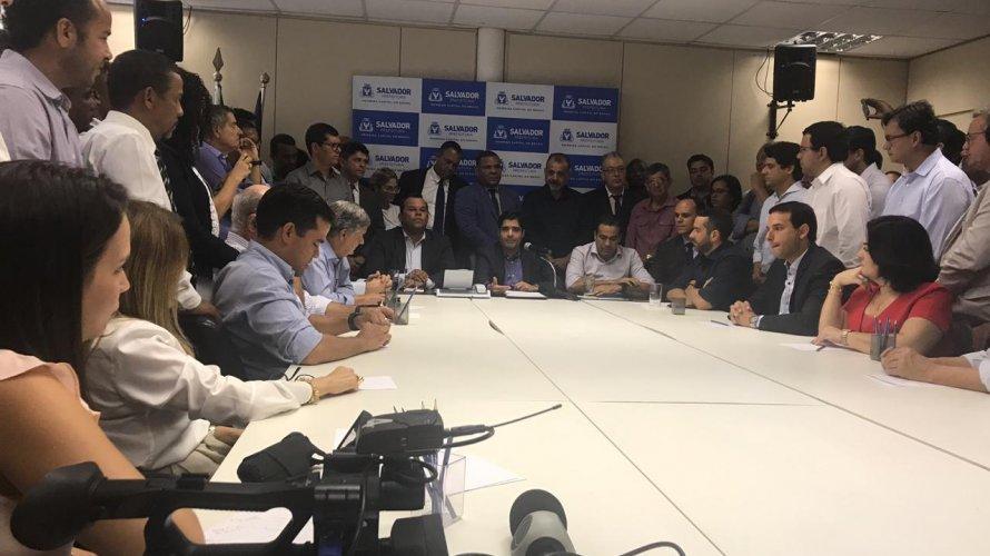 Photo of Neto apresenta oficialmente Leo Prates, Felipe Lucas, Rogéria e Bruno Reis como secretários para seu governo