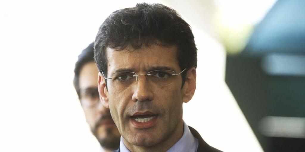 Photo of Presidente Jair Bolsonaro exonera ministro do Turismo