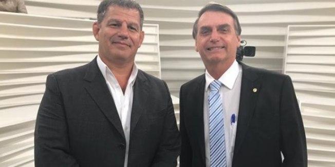 """Photo of Bebianno se frustra com """"fritura"""" do clã Bolsonaro: """"Não se dá um tiro na nuca do seu próprio soldado"""""""