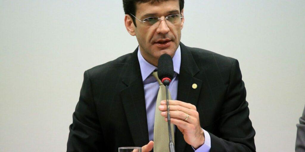 Photo of Ex-candidata do PSL em Minas Gerais afirma que ministro do Turismo sabia de esquema de lavagem de dinheiro