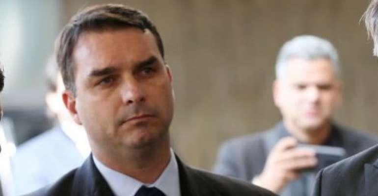Photo of Assessora de Flávio Bolsonaro repassou 60% da verba pública eleitoral para o marido, diz jornal