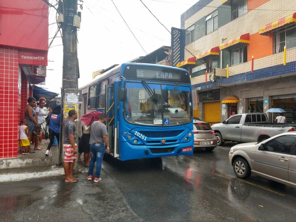 Photo of AGORA SIM! Ônibus voltam a circular no Bairro da Santa Cruz, em Salvador