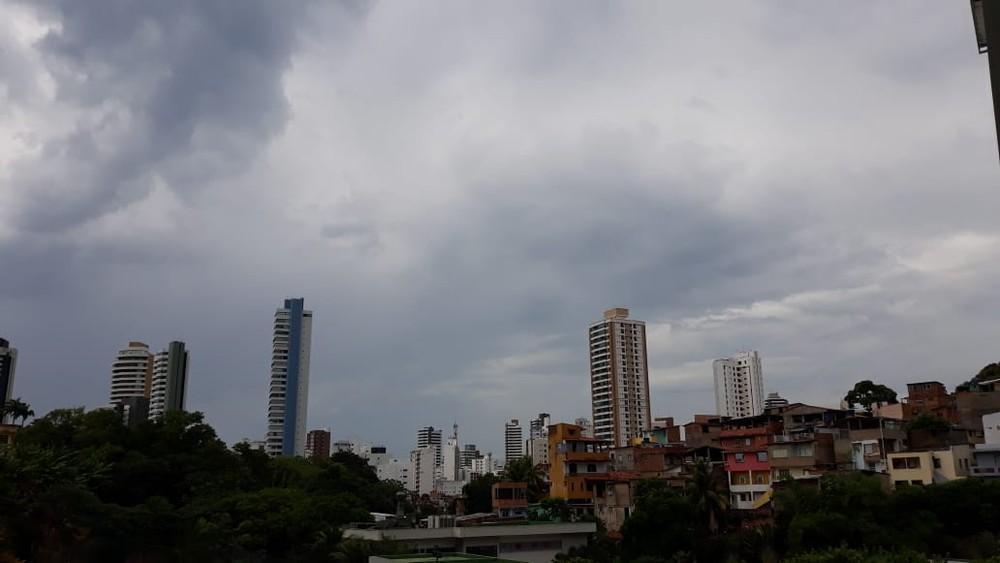 Photo of Céu nublado com pancadas de chuva marcam chegada do outono em Salvador; confira
