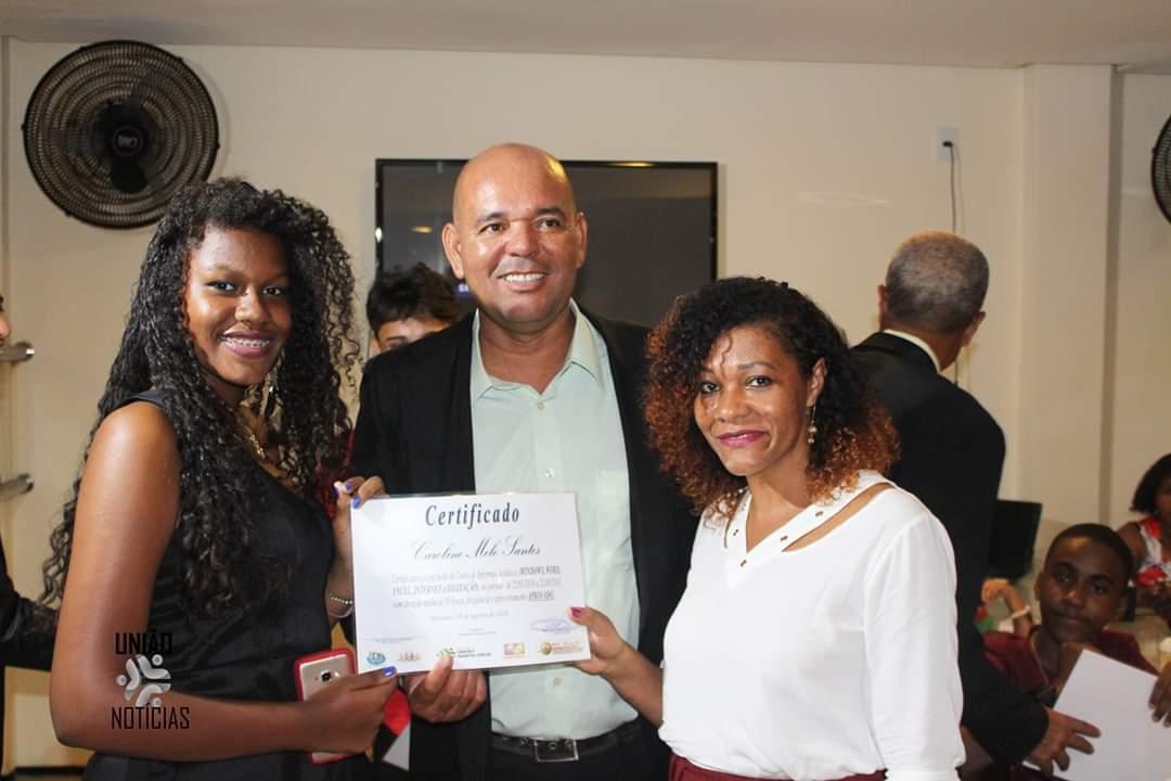 Photo of Formatura: União Santa Cruz entrega certificados aos formandos do curso de Informática Básica