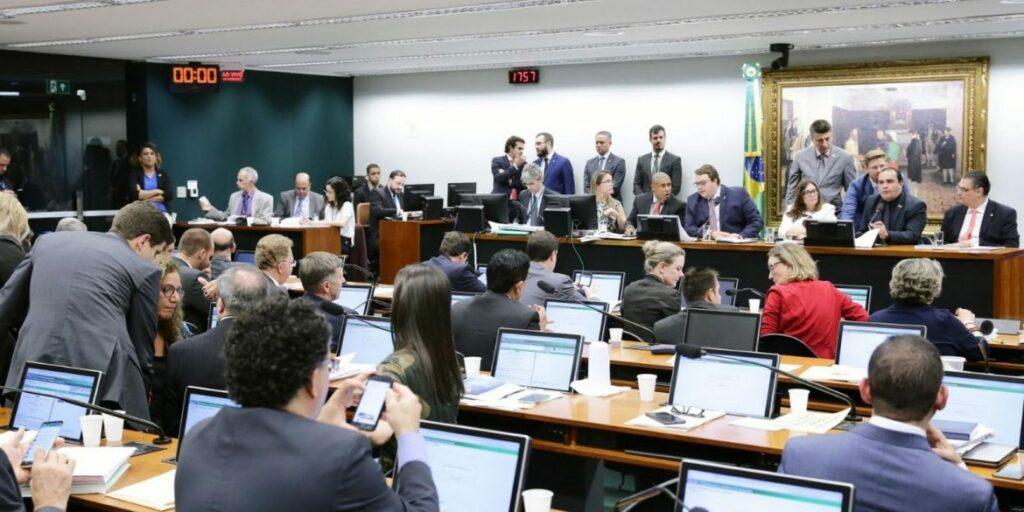 Photo of CCJ aprova parecer a favor da reforma da Previdência; texto segue para comissão especial