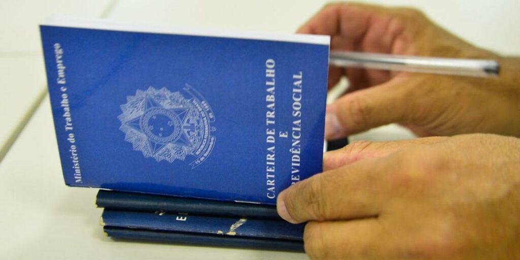 Photo of Brasil perde 43 mil postos de trabalho em março