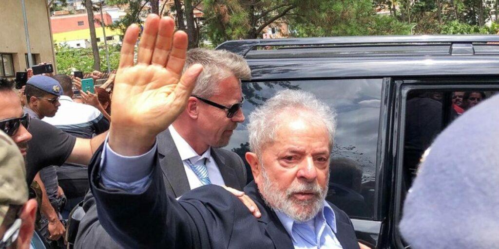 Photo of Lula pode deixar a prisão em Curitiba para regime domiciliar