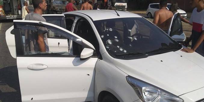 """Photo of """"O Exército não matou ninguém"""", diz Bolsonaro sobre morte de músico no RJ"""