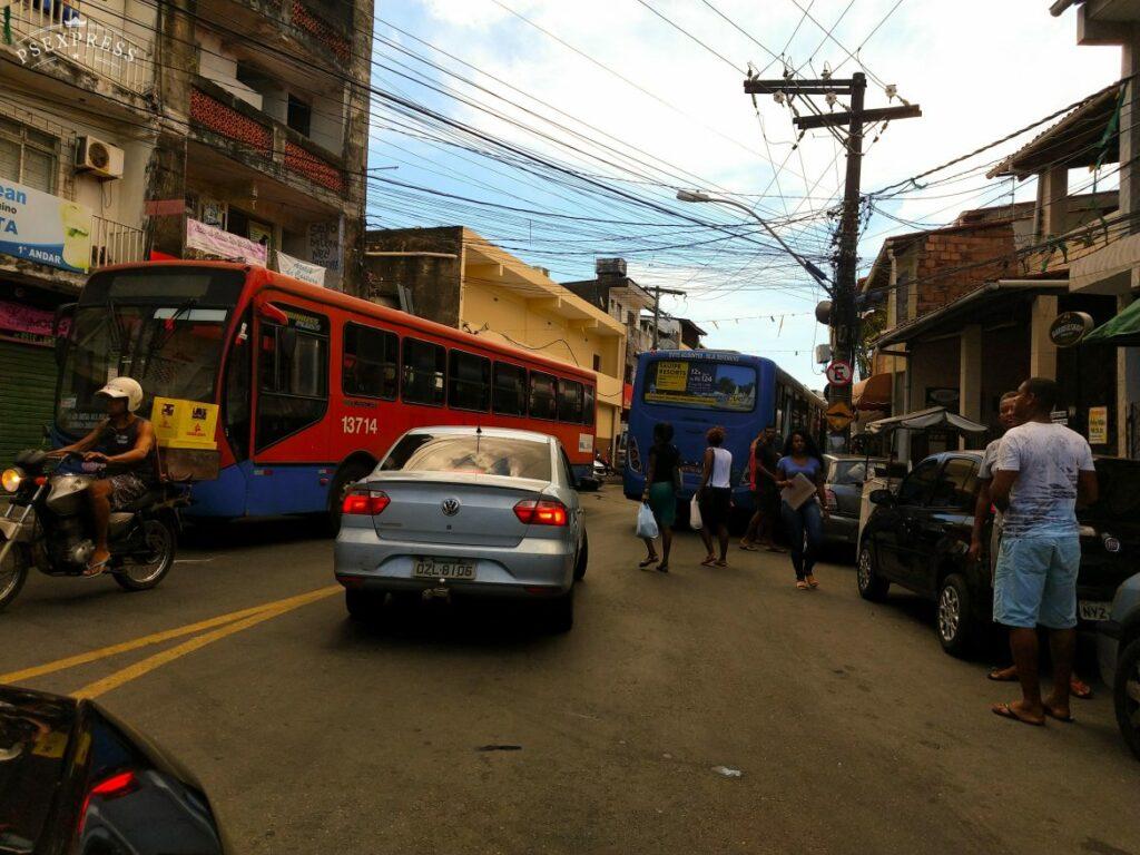 Photo of Acidente envolvendo ônibus e carro deixa trânsito lento no bairro da Santa Cruz