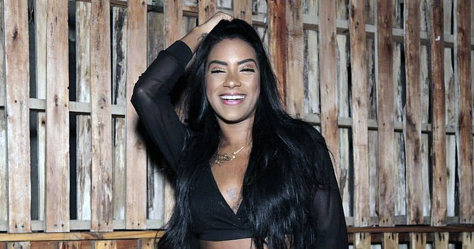 Photo of Dançarina da banda La Fúria é esfaqueada em Itapuã