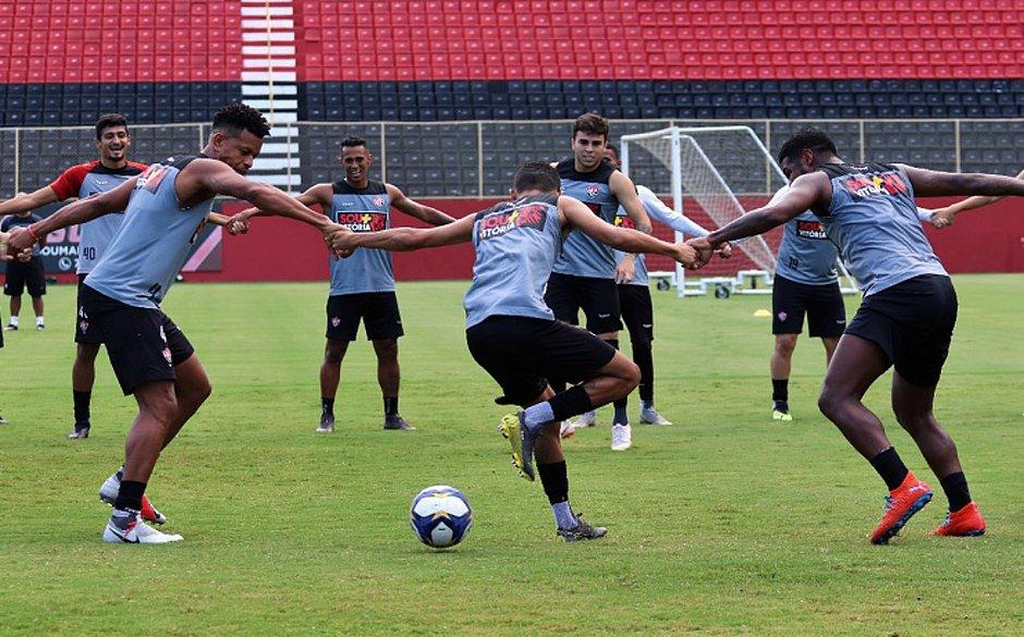 Photo of LIMPA NO ELENCO! Vitória anuncia lista de 10 atletas afastados