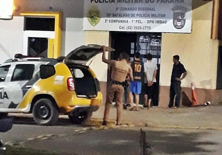 Photo of VIROU MODA? Adolescentes mascarados e portando machados invadem escola no Paraná