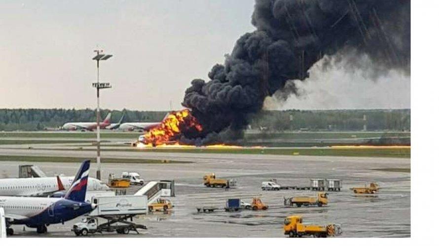 Photo of Incêndio em avião russo deixa pelo menos 41 pessoas mortas