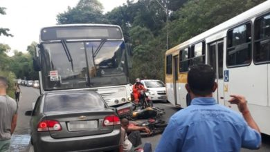 Photo of Batida entre ônibus, carro e duas motos deixa feridos na Estrada do Derba
