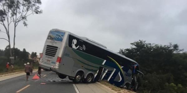 Photo of Acidente com ônibus da delegação Sub-15 do Bahia deixa dois mortos e 24 feridos em Minas Gerais