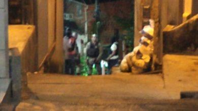 Photo of Suspeitos invadem casa e moradores são feitos reféns no Bairro da Santa Cruz