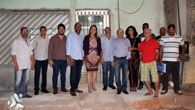 Photo of Deputada Fabíola Mansur visita ONG no subúrbio e participa de roda de dialogo