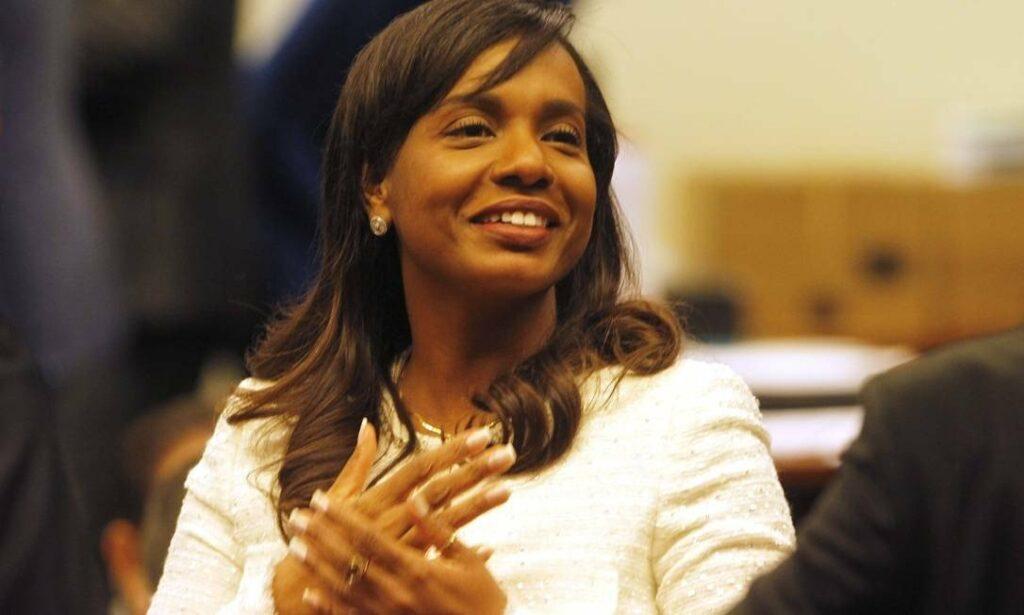 Photo of Ex-deputada Tia Eron é exonerada da Secretaria da Mulher em Brasília