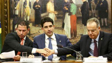 Photo of Líderes de partidos querem excluir temporariamente estados de reforma da Previdência; entenda