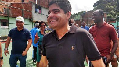 Photo of Prefeito entrega praça e quadra requalificada aos moradores da Santa Cruz
