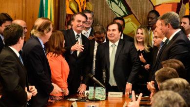 Photo of Bolsonaro entrega à Câmara projeto que muda regras da CNH