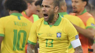 Photo of NADA DEFINIDO: Daniel Alves está dividido entre time inglês e italiano