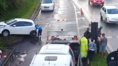 Photo of Batida entre carro e ônibus deixa uma pessoa ferida e trânsito lento na BR-324
