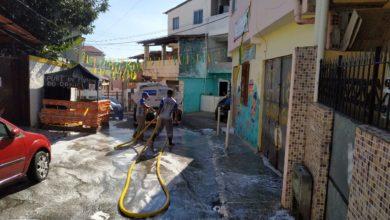 Photo of Após Forró, equipe realizam limpeza com o uso de lava-jato na rua da Sucupira em Santa Cruz