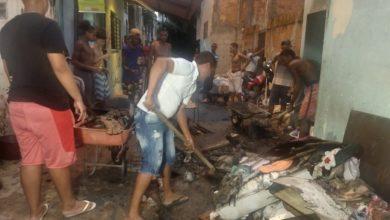 Photo of Residência pega fogo e moradores ajudam a apagar as chamas no bairro da Santa Cruz